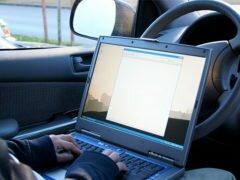 Обязан ли водитель предъявлять страховку инспектору ДПС